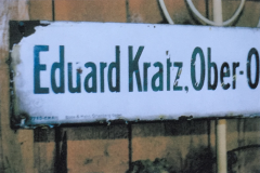 Schild_Eduard_Kratz_Werkstatt_Ober-Ohmen_Nahaufnahme